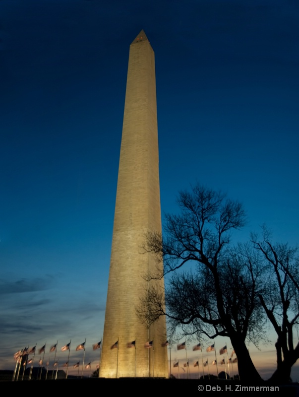 washington monument as daybrea