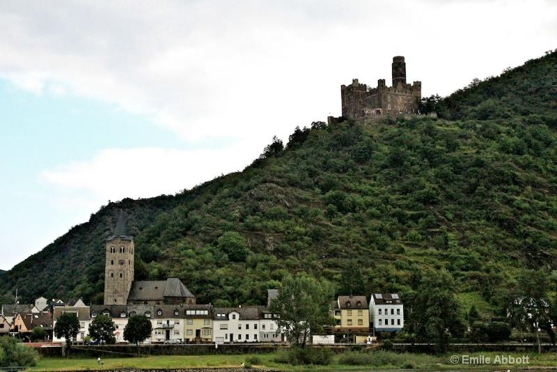 Maus Castle above Wellmich