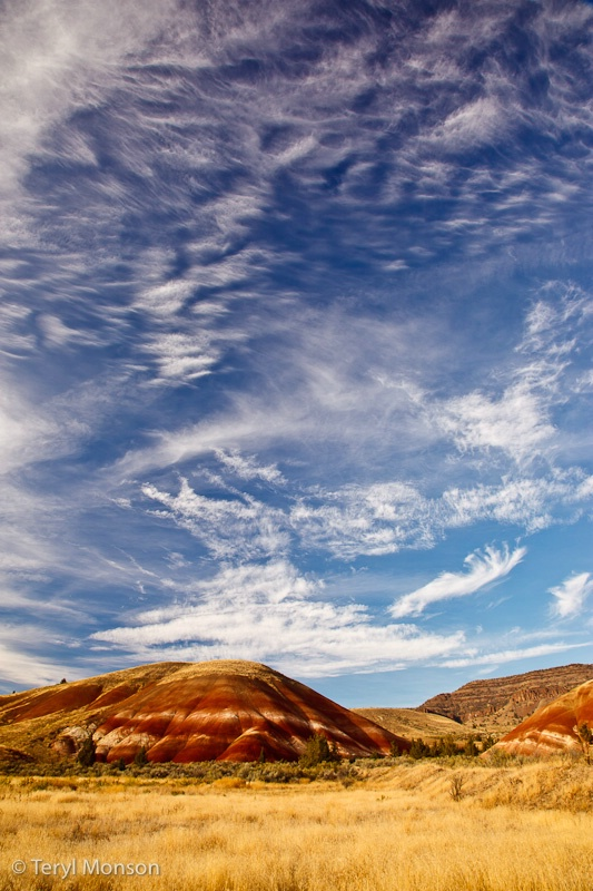 Scattering Clouds over Painted Hills