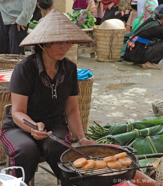 cooking in Hoi An Market