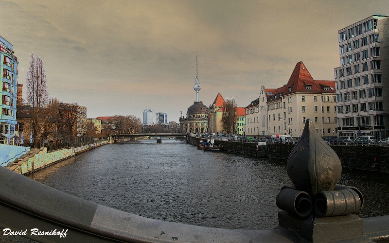 East and West of the River. Berlin