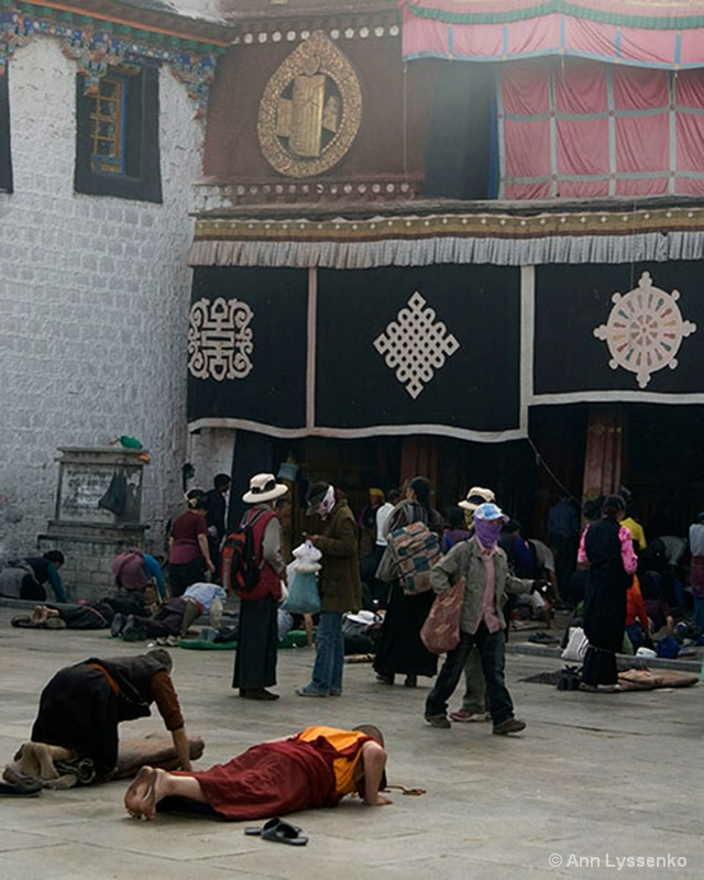 Jokhang Doorway