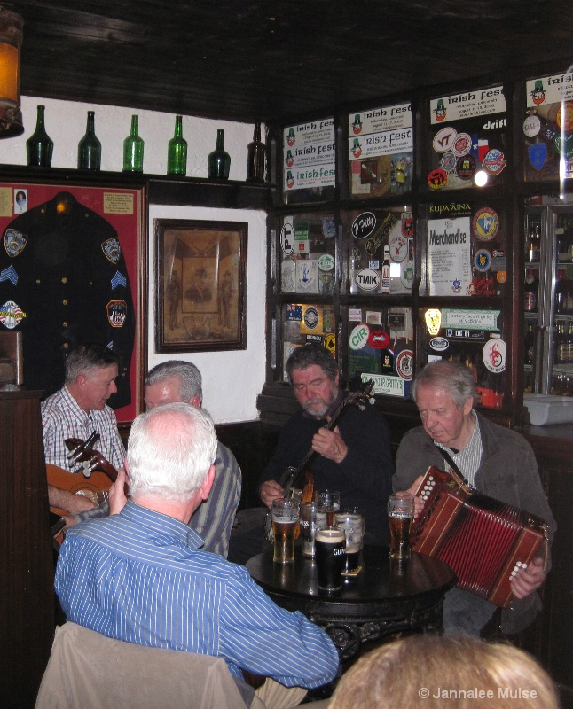 Durty Nelly's old timers play