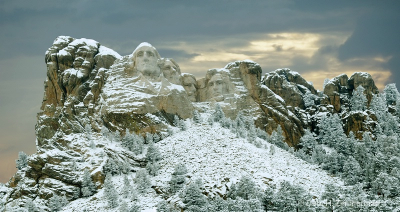 Mt Rushmore on a Stormy Winter 's Day