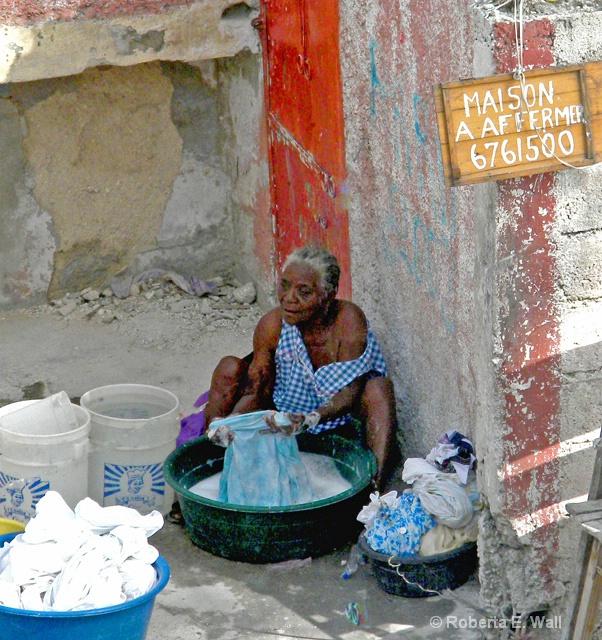 laundry woman in novembre
