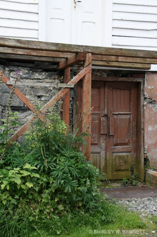 DOOR TO AN OLD BUILDING