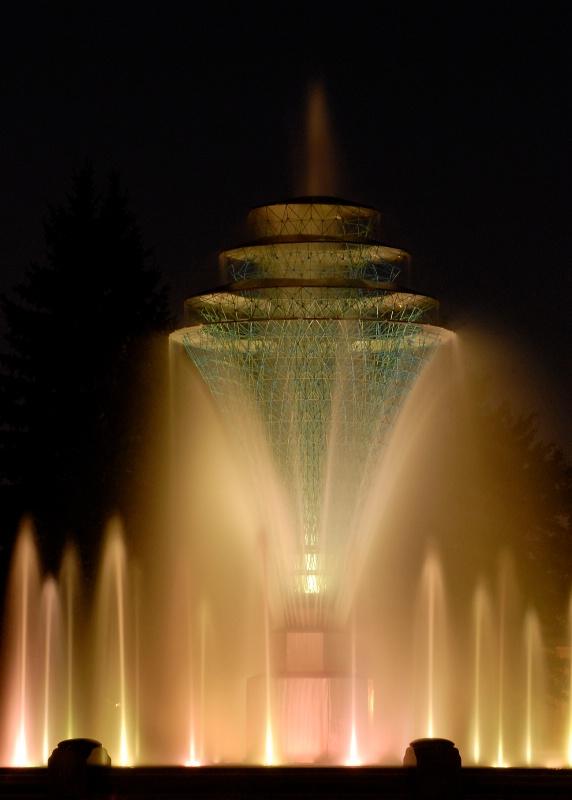 Fountain in Creme