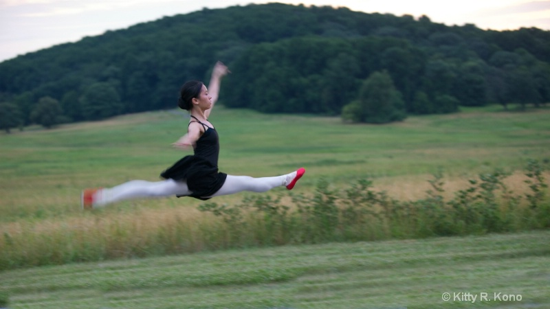 yumiko flying with red toe shoes
