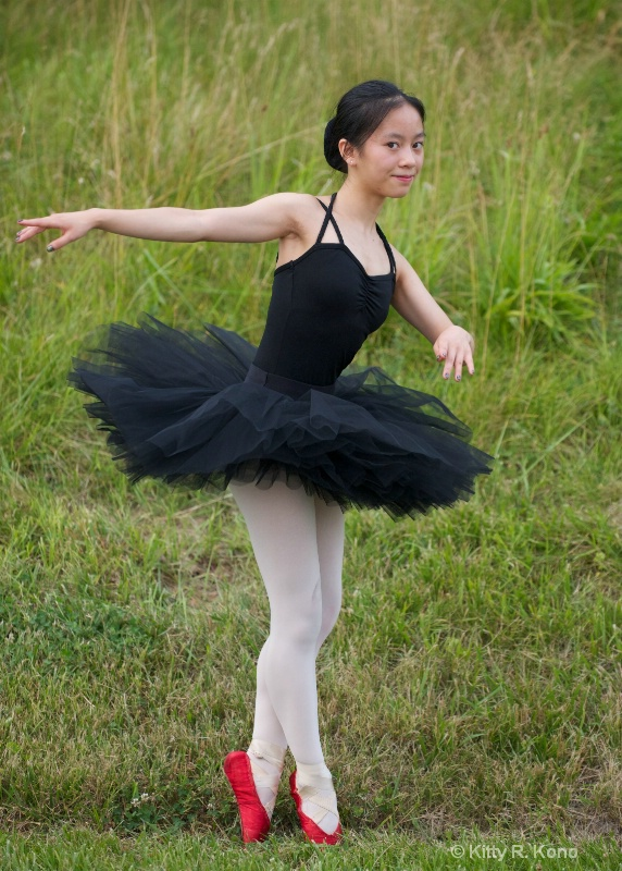 yumiko in tutu and red pointe shoes