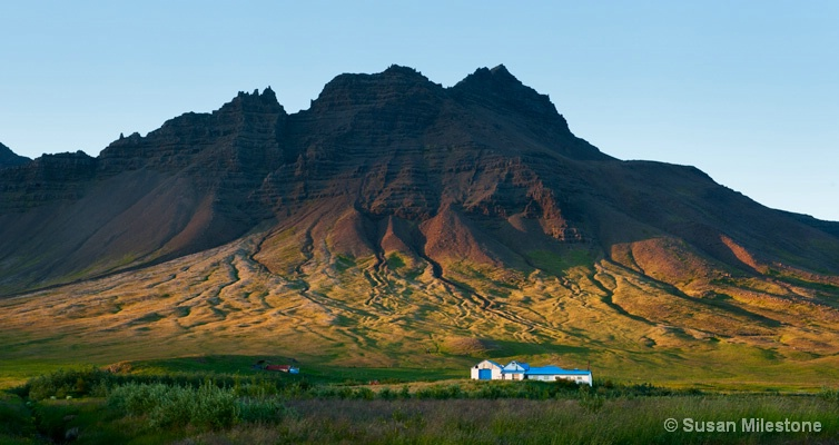 Mountains & House Iceland 9340