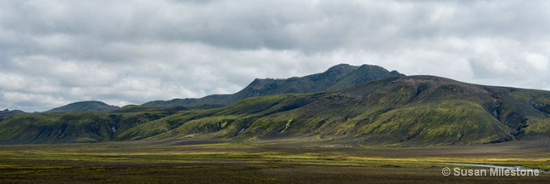 Mountains & Clouds Iceland  pan