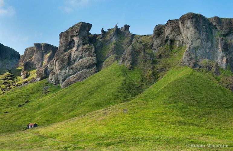 Farm Cliffs 3322