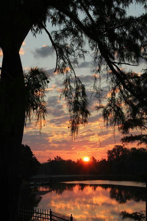 Sunrise Sur La Rouge