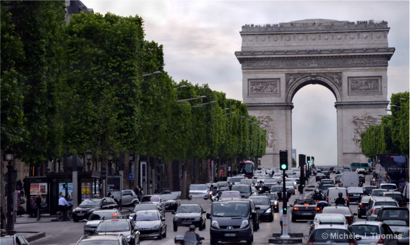 L'arc de Triomphe and Paris Traffic !