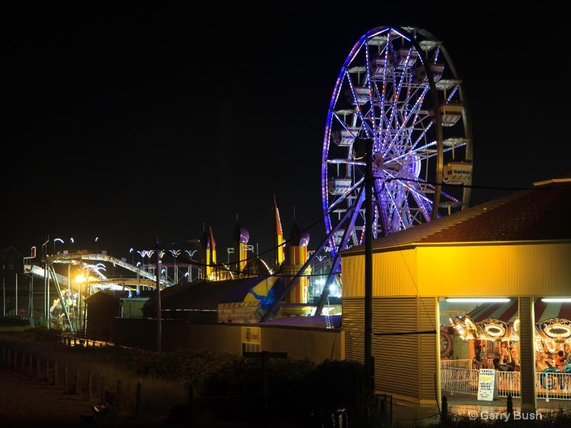 MT11/12 Ferris Wheel at Amusement Park