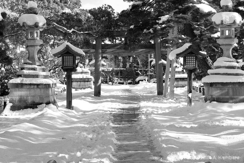 Hakusan Shrine in winter