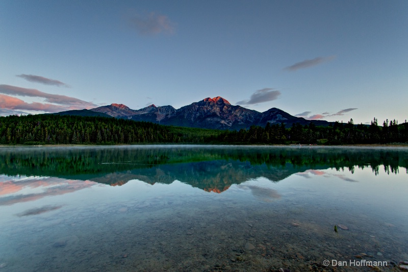 pyamid moutain reflection in patricia lake