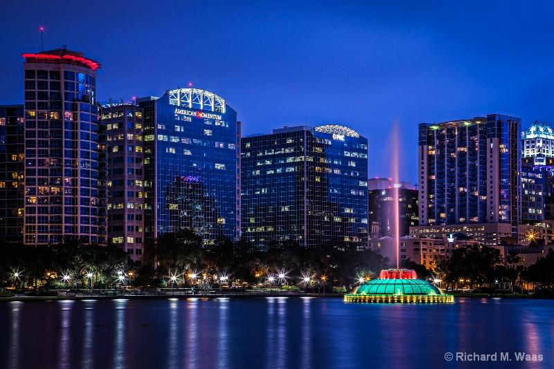 Twilight over Lake Eola in Orlando, FL