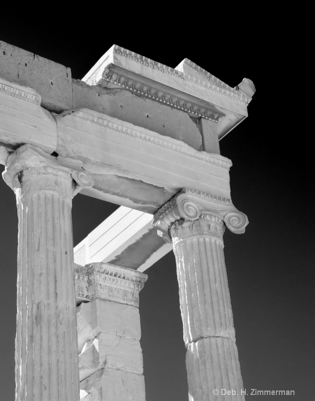 Ionian Columns – defined and decorated.