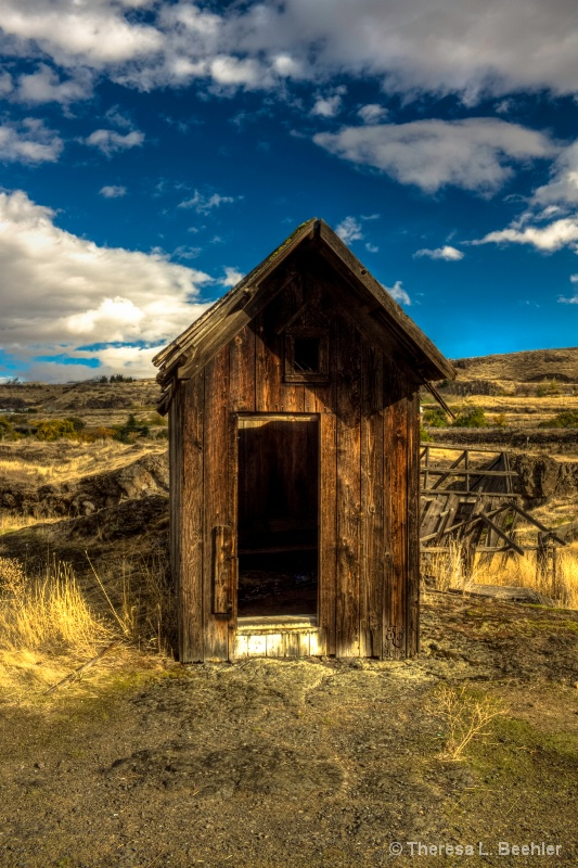 Outhouse - The Dalles