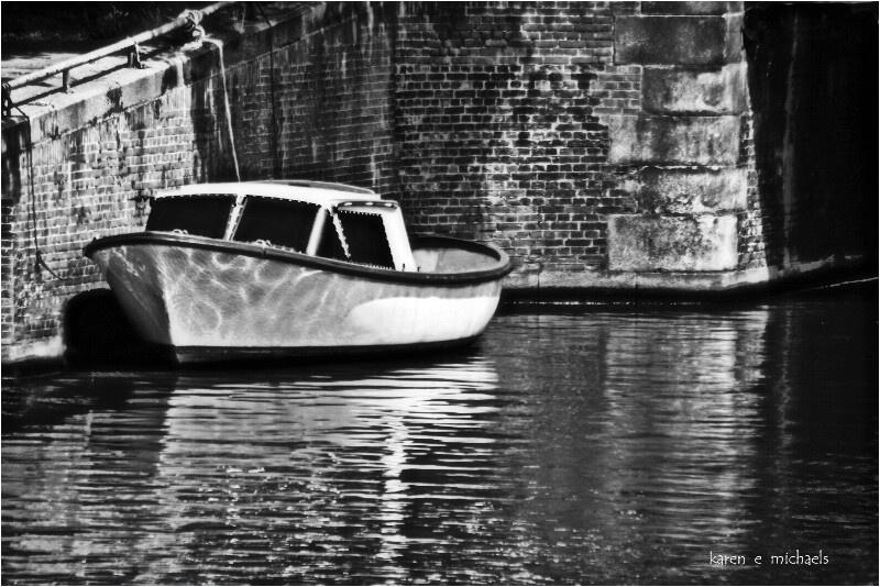 boat ripples