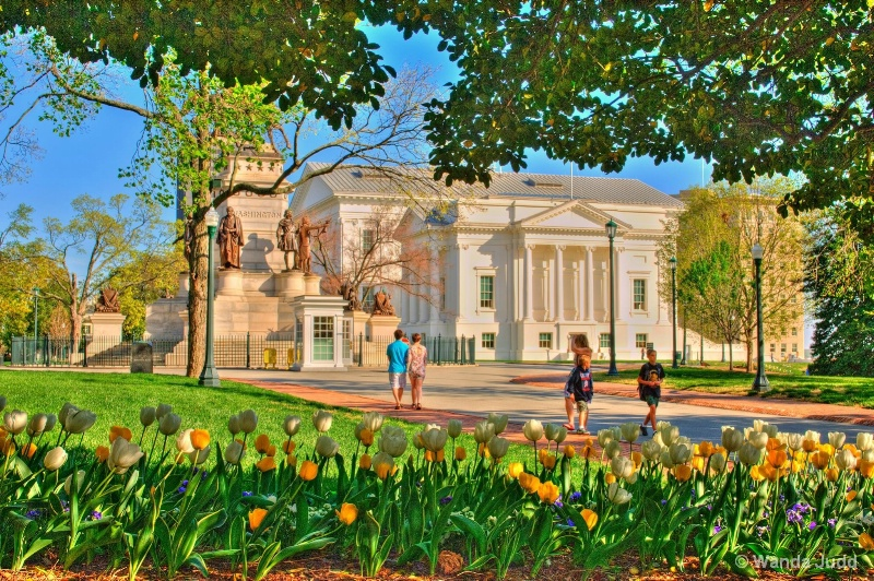 Virginia State Capitol ...Spring flowers