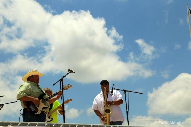 Bud Nelson, Billy White, Juan Nuenz