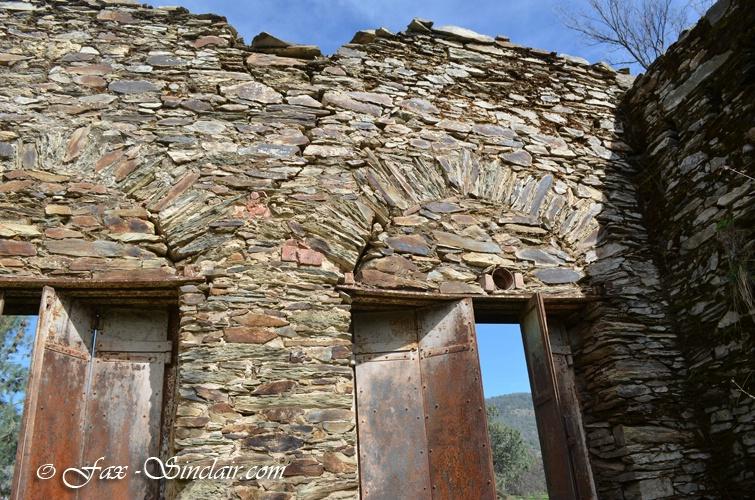 Cavanero Store Doors Detail