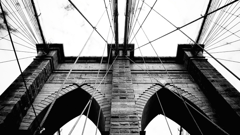 Brooklyn Bridge Arch in BW