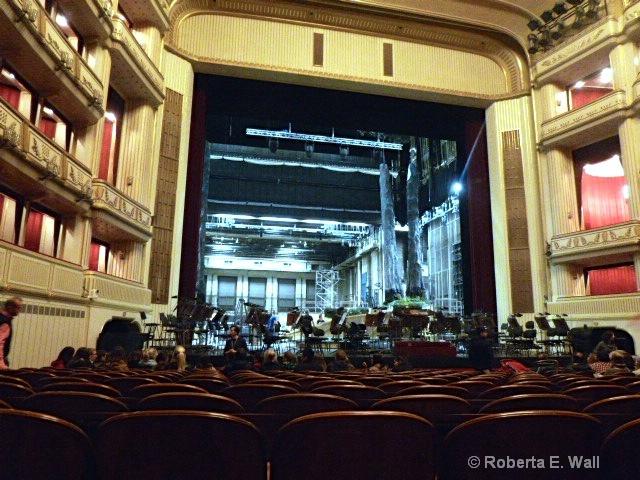 vienna opera house preparing for next opera