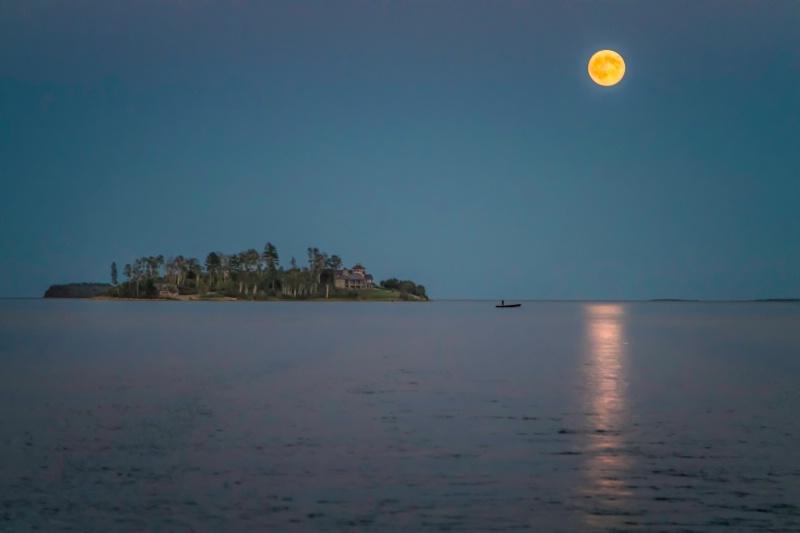 Super Moon Solitude