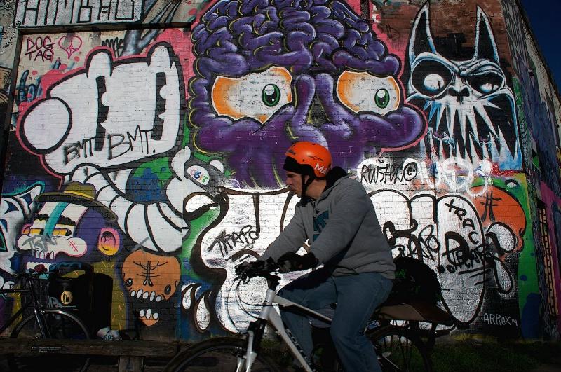 Cyclist ang Graffiti