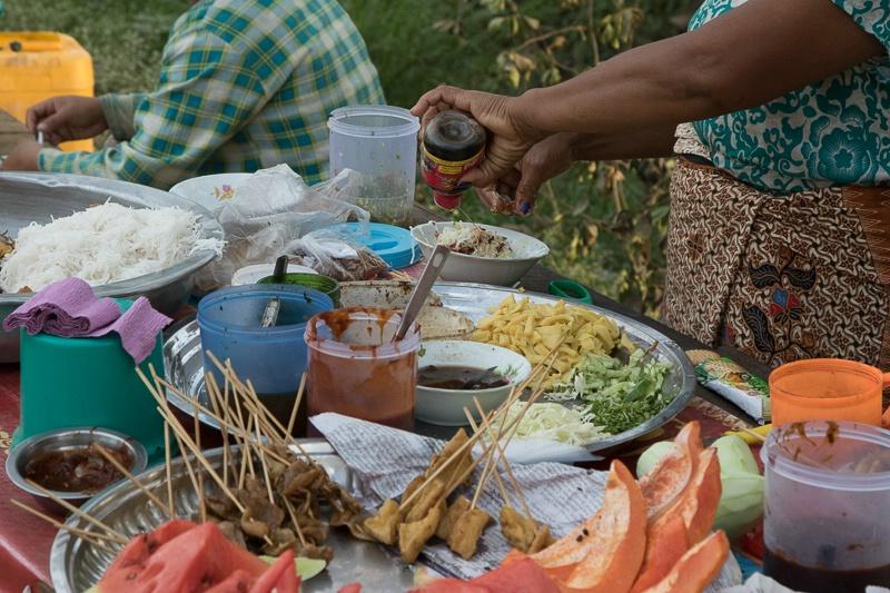 In Dalat more street (path) side food
