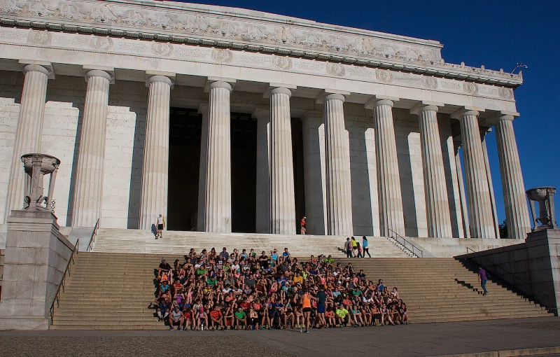 Joggers at the Lincoln Memorial