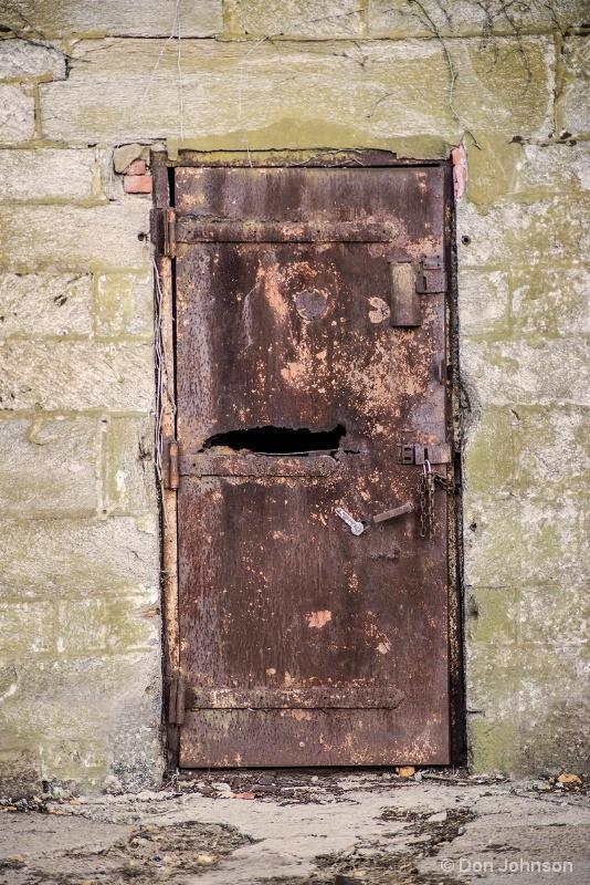 Rusted Door 11-17-15 J281