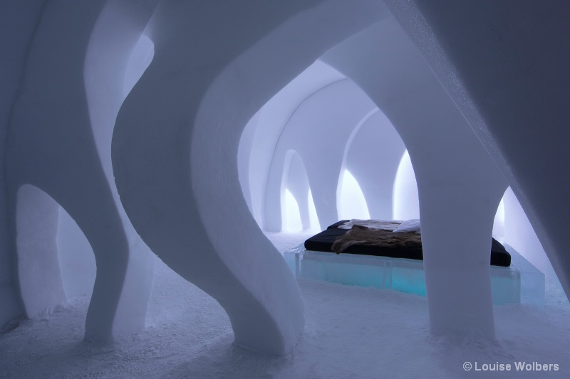 Ice Hotel Curves