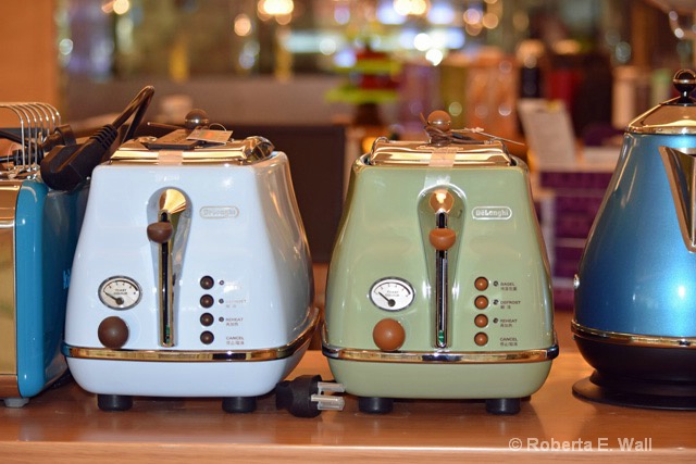Delonghi toasters in China