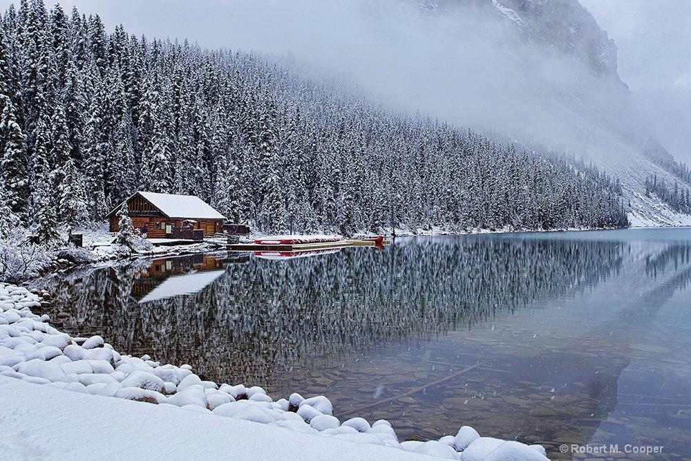 Canoe house - Lake Louise