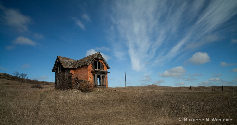 North Dakota abanondoned home on prarie
