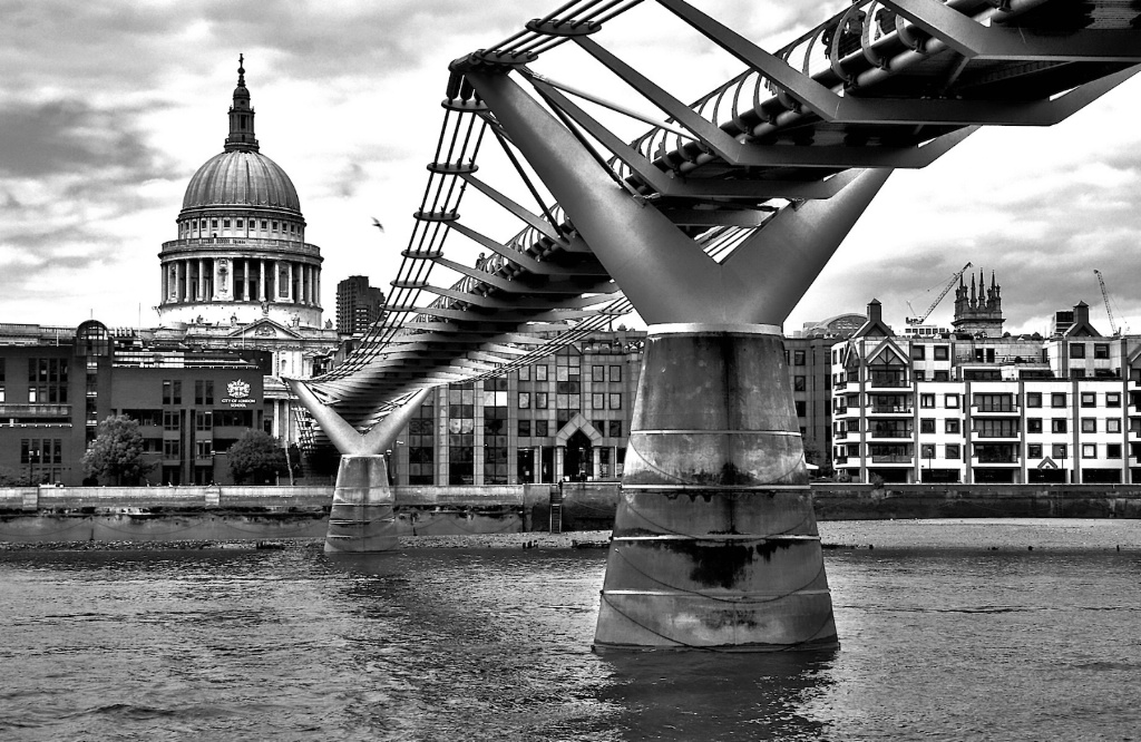 Saint Paul and the Bridge Monochrome