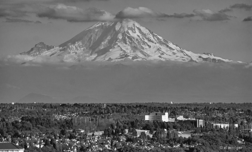 MT RAINER from the Needle in Seattle DSC 0519BWweb