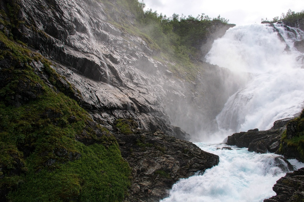 Classic Waterfall ion a Fiord