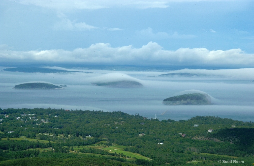 Bar Harbor.2004.Fog over Porcupines