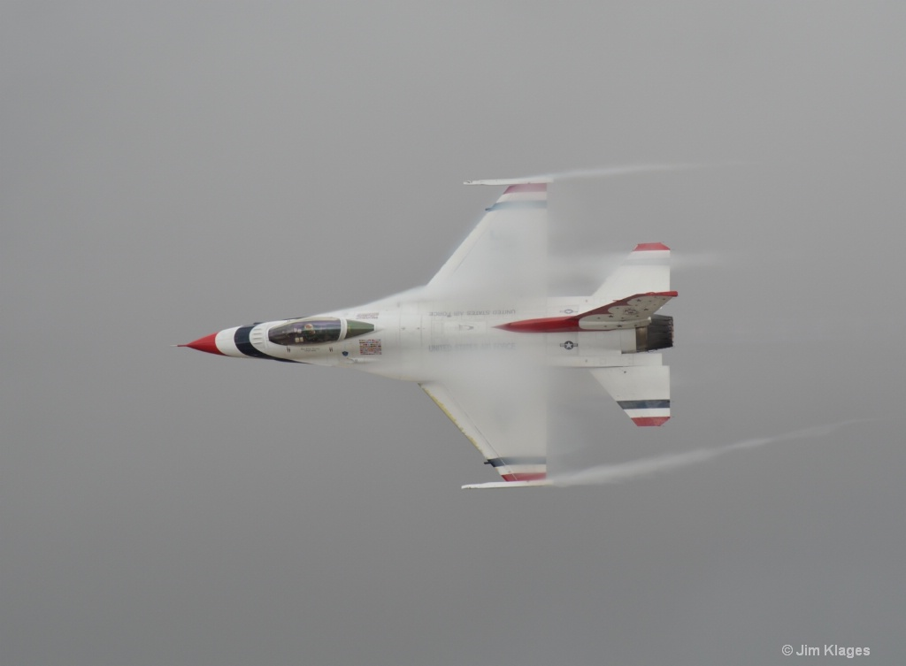 F-16 Air Moisture/Airflow Effect