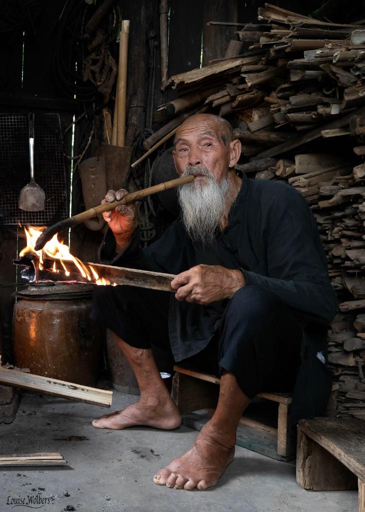 Chinese Pipe Smoker
