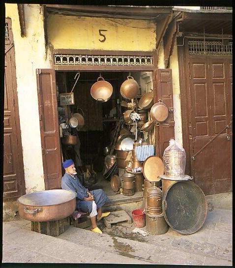 Cookware store - ID: 64912 © Govind p. Garg