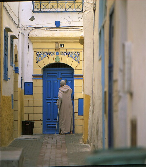 Old man on the blue door - ID: 64916 © Govind p. Garg