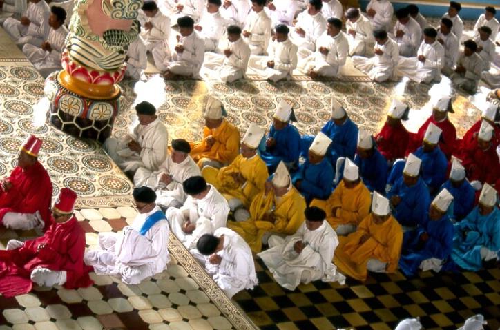 Prayer at Caodai Temple - ID: 138469 © Govind p. Garg