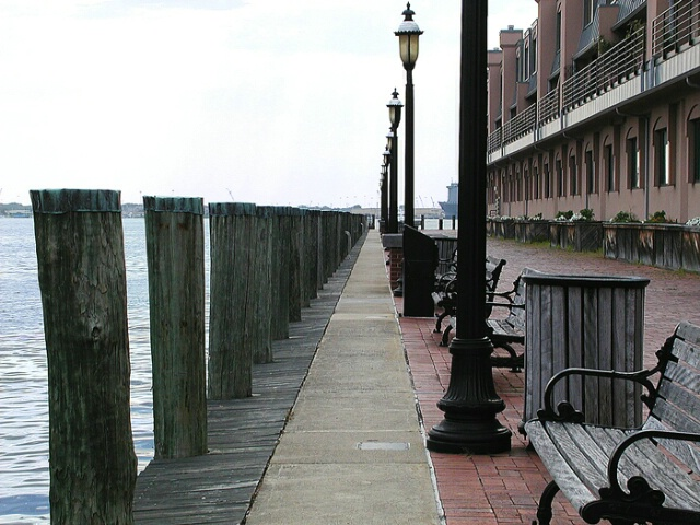 pier side lineup