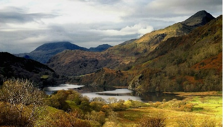 Llyn Gwynant in Late Autumn